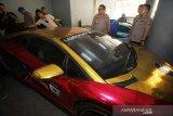 Belasan Ferrari, Porsche, hingga Lamborghini bodong disita polisi