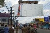 Satpol PP Sleman bongkar paksa reklame langgar aturan dan membahayakan pengguna jalan