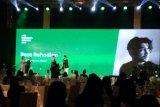 Reza Rahadian hingga Najwa Shihab meraih penghargaan LINE Indonesia