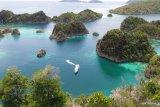 Kapal Pesiar berbendera asing Aqua Blu dilaporkan kandas di terumbu karang Raja Ampat