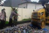 3.600 botol minuman beralkohol hasil sitaan di Temanggung dimusnahkan