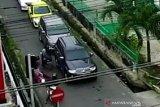 Polisi selidiki video viral ulah pengendara motor sebabkan nenek tercebur ke parit