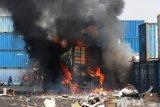 Enam orang terluka akibat truk kontainer meledak