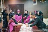 Polda Riau hibahkan rumah kepada istri anggota Brimob gugur di Papua