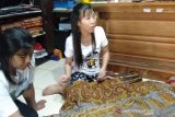 Maranatha Ong's Art unggulkan  proses pengolahan kain