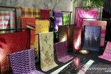 17 kerajaan di Nusantara pamerkan  tenun songket berusia ratusan tahun