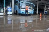 Pemeriksaan Bus AKAP di Teminal KM 12 Palembang