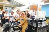 KAI Divre IV serahkan empat unit angkutan sampah pada warga Lampung