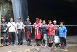 Wakil Bupati Bangli resmikan Gua Raja, kembangkan wisata air terjun