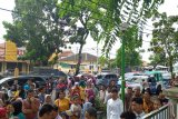 Puluhan PKL demo ke DPRD, tolak penggusuran tempat berdagang di Pasar Raya Padang
