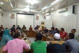 Sejumlah PKL datangi kantor DPRD Padang tolak penggusuran tempat berdagang