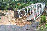 Tujuh rumah hanyut akibat jembatan putus