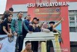 Musician Ahmad Dhani set free from Cipinang Prison
