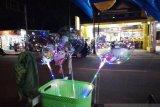 Malam tahun baru penjual balon bening di Mamuju raup untung