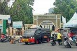 Tas mencurigakan di Masjid Sunda Kelapa ternyata berisi baju dan sarung