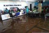 Banjir masih genangi RS Kartika Pulomas