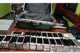 Polisi tangkap WNA asal China diduga selundupkan ratusan unit telpon genggam