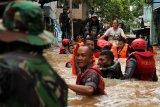 Ribuan warga terpaksa mengungsi akibat banjir kepung  Jakarta