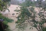 Ribuan warga terdampak banjir di Lebak mengungsi