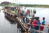 Kawasan wisata Dermaga Kereng Bangkirai dipadati ribuan pengunjung
