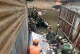 Dua SSK TNI bantu korban banjir Teluk Gong
