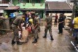221 titik banjir surut, Satpol PP Tangerang tetap disiagakan di pemukiman