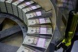 Dolar menguat, menyusul kenaikan penjualan ritel AS dan pernyataan ketua Fed