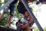 Gara-gara disebut bodoh, siswa ini mencoba bunuh diri dari atas tower provider
