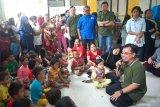 Karyawan Sharp Indonesia laksanakan trauma healing untuk korban banjir