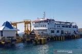 Tiga kapal feri ke Rote untuk angkut penumpang yang tertahan akibat cuaca buruk