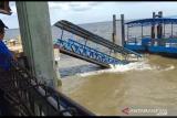 Jembatan Pelabuhan Buton roboh lagi, begini dampaknya bagi penumpang