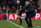 Jelang laga lawan Liverpool, Mou minta pemainnya diam di rumah saja kalau tak percaya diri