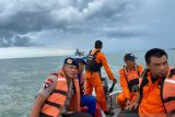 Tim SAR gabungan selamatkan lima nelayan Bone terjebak di tengah laut