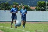 Dua pemain baru legiun Brasil ikuti latihan dengan Persib