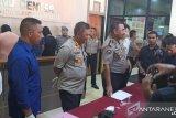 Tiga oknum polisi dan dua warga dibekuk polisi di Rusun Asrama Polisi