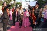 Kapolres Batang AKBP Abdul Waras disambut tradisi pedang pora