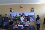 Polisi bekuk komplotan mucikari jual wanita via aplikasi daring di Padang