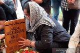 Dewi: Kondisi ibunya  terus menurun sejak Ria Irawan meninggal