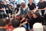 Aktris Ade Irawan dimakamkan di TPU Tanah Kusir