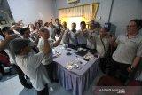 Suasana rapat kerja Perusahaan Umum Lembaga Kantor Berita Nasional (Perum LKBN) Antara Biro Kalsel di Kantor Perum LKBN Antara Biro Kalsel, Banjarmasin, Kalimantan Selatan, Sabtu (18/1/2020). Perum LKBN Antara Biro Kalsel mengadakan rapat kerja tahun 2020 selama dua hari 17-18 Februari dengan tema For Our Better Future yang berarti demi masa depan yang lebih baik. Foto Antaranews Kalsel/Bayu Pratama S.