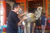 Jelang Imlek, penganut Tri Dharma Temanggung bersihkan kelenteng