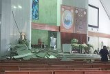 Plafon gereja di Jakarta ambrol lukai sejumlah jemaat