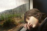 Di antara anak dan orang tua mana yang bisa stres selama pandemi virus corona