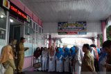 Puluhan paramedis di Kota Solok unjuk rasa tuntut kenaikan tunjangan kinerja