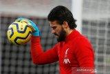 Liverpool tidak akan diperkuat kiper Alisson saat lawan Bournemouth