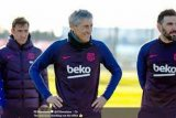 Pelatih anyar Barcelona Quique Setien akui tak senang dengan timnya