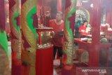 Umat Budha panjatkan doa perdamaian lewat dupa jelang Imlek
