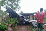 Angin kencang rontokkan sebuah rumah di Timor Tengah Utara