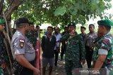 Polisi-TNI gelar sweeping di Desa Manusak
