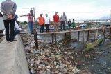 Rycko Menoza prihatin pesisir Bandarlampung kumuh dan kotor akibat sampah